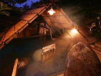 【縄文の湯/しだないの湯・ストーンサークルの湯(露天)】階段状に深くなっているのが特徴です。