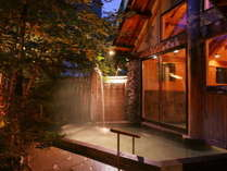 【縄文の湯/しだないの湯・木漏れ日の湯(露天)】木漏れ日が気持ち良く、夜は瞬く星が美しい露天風呂。