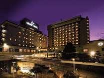 ■ホテル外観(夜):グランドホテル浜松は浜松市を代表するシティホテルです。