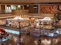 ■レストラン&カフェ「サニーサイド」(新館2F)は優しい光に包まれた開放的で爽やかなカフェ。