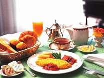 <朝食ルームサービス>(洋食一例):こだわりの朝食をお部屋にお届けいたします。