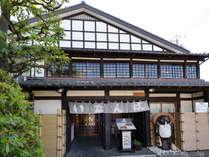 ■民芸割烹「いなんば」(別館):伝統の味と日本料理の数々を、風情ある民芸造りのお部屋でどうぞ。