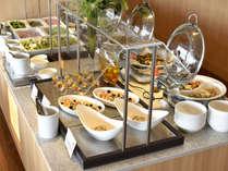 <朝食バイキング>一日の始まりは朝食から!45種類以上のお料理をお楽しみいただけます。