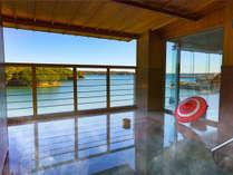 季節によっては、英虞湾より昇る朝日もお楽しみいただける雄大な露天風呂