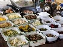 懐かしいおかず達がいっぱ~~い!和総菜中心のとってもヘルシーな朝食(朝食一例)