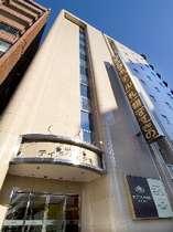 ホテル正面 9階建て