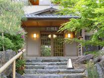 嵐山真向い 味と宿 料理旅館・嵐山 辨慶