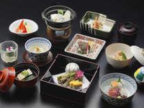 *【夕食一例】地産地消を心がけ、京野菜や旬の厳選食材を使用した京懐石をお部屋にてお召し上がり下さい。