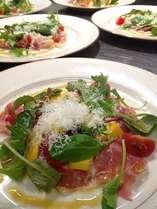 前菜:パルマプロシュートのサラダ仕立て。