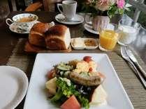 サラダ仕立ての朝食