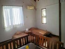 ベッド2台、布団2組