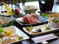 ・当館自慢の山郷会席一例。季節の旬な食事をご提供いたします。