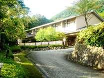 強羅最上位の閑静な場所に当館はございます。