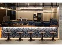 カフェスペース数種類のパンをバルミューダのトースターで温めてお召し上がりください