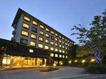 【夜のホテル棟】那須御用邸に隣接した森の中の静かなリゾートホテル