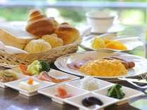 【ダイニング】朝食バイキング♪約45種類の朝食ブッフェ。