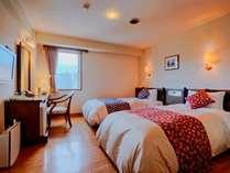 【市街側ツインルーム】 シンプルなお部屋。気軽に泊まれるお値段です。