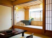 【讃水館】リーズナブルでも露天風呂付客室を楽しめる。