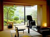 専用のお庭が付いてます、【飛天館】5階にある当館の特別室・露天風呂付客室です