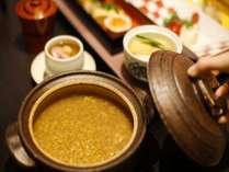 朝食には大和名物。ほうじ茶が香る「茶粥」を土鍋でご提供します