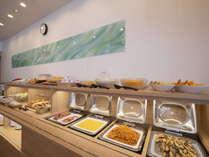 朝食 和食・洋食を中心に様々なメニューをラインナップ