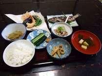 *【夕食一例】四季折々の食材を使った家庭料理をお召し上がりください。