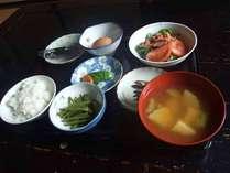 *【朝食一例】自家栽培の米と野菜を使った朝ごはん。たくさん召し上がれ。