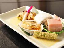 *お夕食一例(焼き物)/日本海で採れた新鮮な魚介類をおいしい火加減で焼き上げた一品。