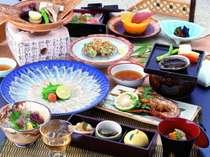 伊勢海老・あわびプラン料理一例 伊勢海老鬼殻焼、あわびの踊焼、鯛の薄造り