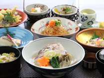 ■日本料理【有栖川】で楽しむ懐石。季節ごとに旬の食材をお楽しみいただけます。