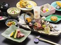 ■夜桜会席旬の食材をふんだんに使用した華やかな会席料理