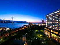 明石海峡大橋と海を眺める感動風景♪黄昏時から夜へと移り行くタイミングが一番のオススメです☆