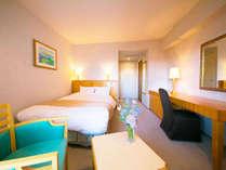 ■客室最上階セミダブル■18平米、ベッド幅140cm。
