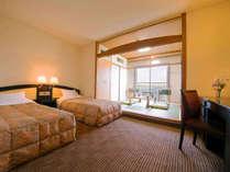 ■緑風館-和洋室-■34平米、100cm幅ベッド2台の和洋室。トレインビューも楽しめるゆったり空間