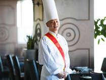 「総料理長の松村です。お客様の『美味しい』のために、食材と向かい合って日々精進しております」