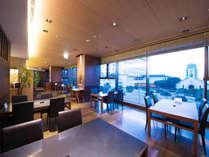 落ち着いた雰囲気の中、ゆっくりとお食事をお楽しみいただけます。2階には個室席もご用意