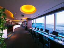 明石海峡大橋が広がるモダンな空間で上質なひと時を。洗練されたお料理で豊かな時間をお楽しみください