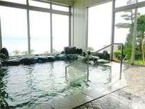 *宍道湖を望む展望浴場です。(お風呂から眺める湖はキレイですよ♪)