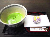 茶道がさかんな松江。抹茶と桂月堂の生和菓子でほっと一息。