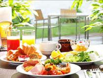 朝食バイキングでお好きなものを召し上がりいただけます。