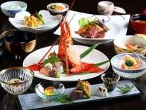 心尽くしの懐石料理。旬の選び抜かれた素材を巧みにアレンジした京風懐石料理をお楽しみください。