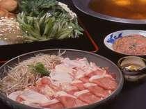 鶏豚ちゃんこ・・出汁が自慢の京風ちゃんこ鍋。ボリュームいっぱいの人気鍋です