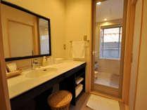 【最上階特別和室】広々とした洗面台と内風呂でゆったりと疲れを癒すひとときを