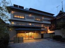 【外観】京都祇園の中心地!観光に便利です。