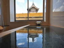 【最上階特別和室】浴室の窓から景観を眺めながらの湯浴みをお愉しみいただけます。
