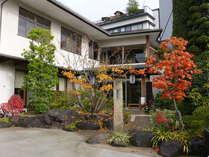 10月~11月の材木栄屋の紅葉風景