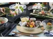 京懐石一例。季節に合わせて、旬の食材を使ったお料理をお部屋でどうぞごゆっくり・・