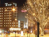 帯広駅北出口の駅前広場のイルミネーション!その向こう側にホテルがあります