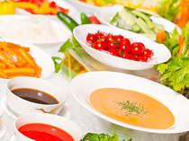 鮮度抜群のシャキシャキ野菜はオリジナルドレッシングでお召し上がりください♪