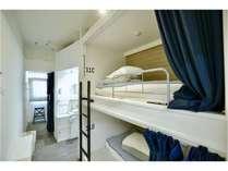 standard domi室内に専用トイレ、洗面台完備。